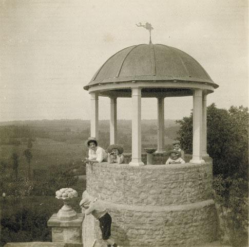 1908. La tour d'amour