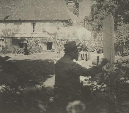 1920. Le Sidaner peignant Les Baraques, Gerberoy